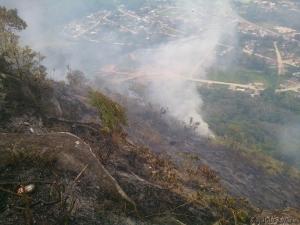 Área queimada vista do topo do Morro do Escalvado. Foto: Capitão Tavares
